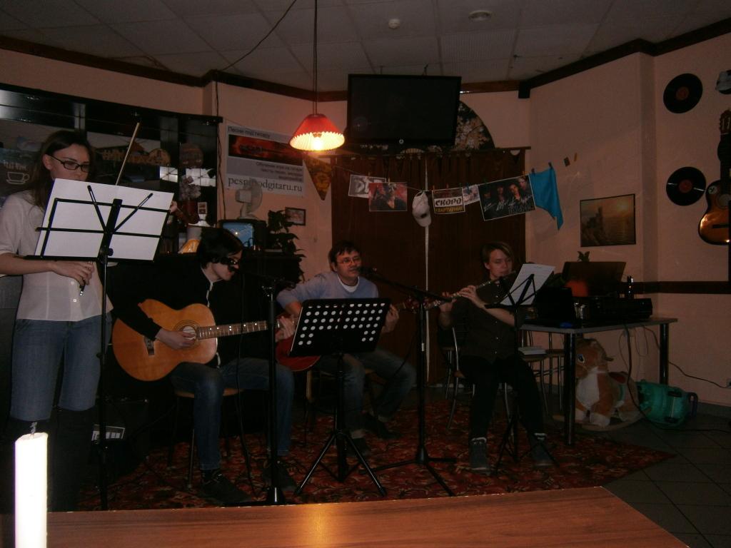 в кафе «Ялта» (Курган) музыкальный квартирник по воскресеньям